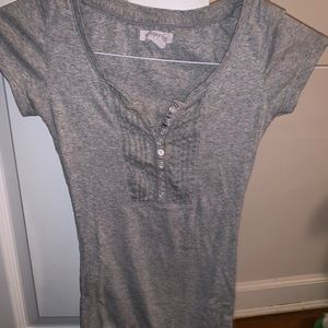 Gray short sleeve shirt